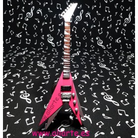 Miniatura de guitarra Flying  V rosa Kiss