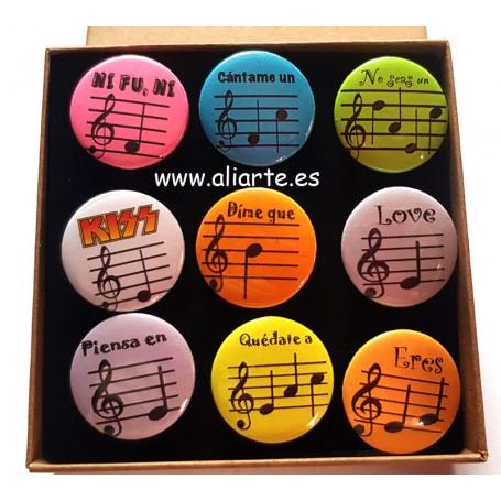 Chapas de mensajes secretos para músicos/as PACK (9 chapas con caja)