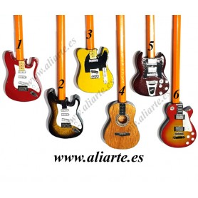 Adorno de lápices en forma de guitarra
